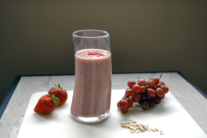 Strawberry-Grape Breakfast Smoothie
