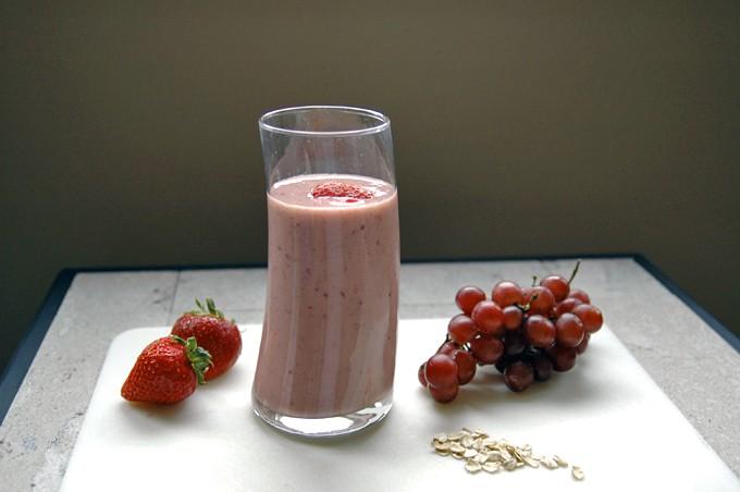 Strawberry-Grape Breakfast Smoothie