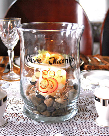 Candle holder saying Give Thanks