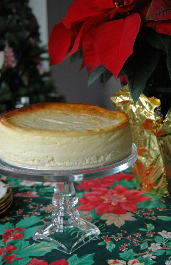Fluffy Crustless Cheesecake on a cake stand