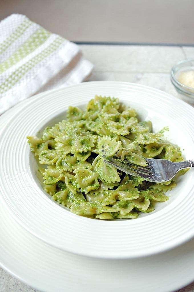 Easy-Spinach-Walnut-Pesto