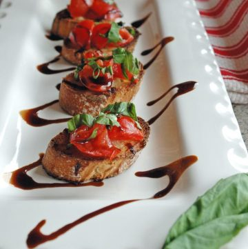 Tomato-Bruschetta-with-Balsamic-Glaze