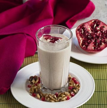 This Pomegranate Smoothie with Banana and Walnuts is healthy, vegan, gluten free and delicious!