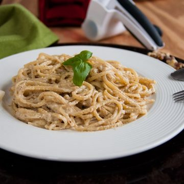 Linguine with Creamy Walnut Sauce - a delicious, vegetarian pasta dish