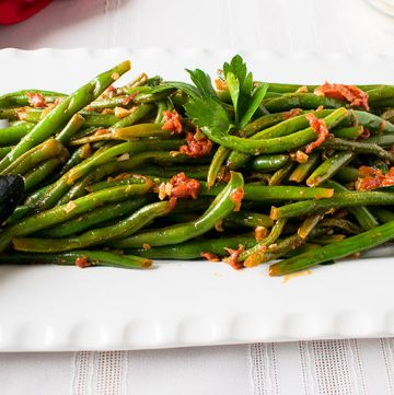 Italian Green Beans with Tomatoes and Garlic - You'll love these sautéed green beans! A delicious side dish that's vegan, low carb and gluten free!
