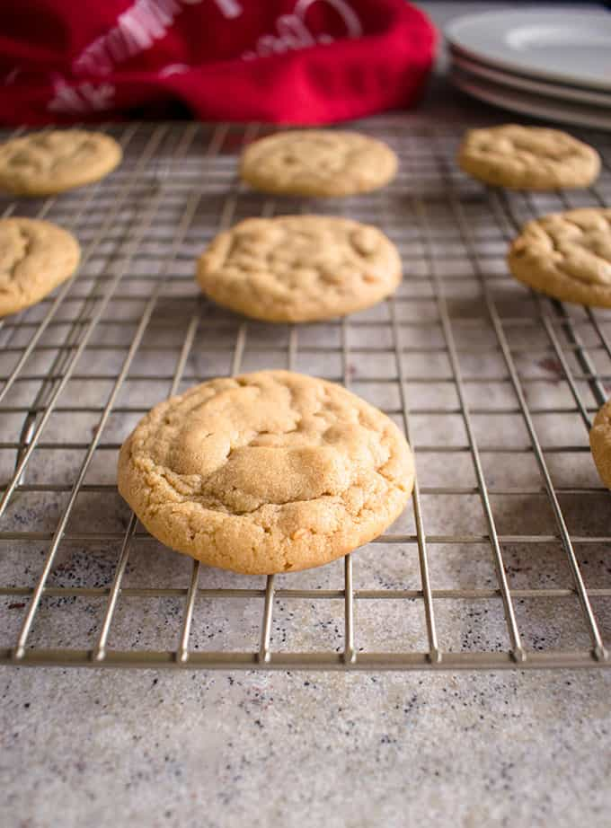 Peanut Butter Cookie Variations - A key recipe for peanut butter cookie dough to make crispy, soft, stuffed or chip cookies! #peanutbutter #cookies