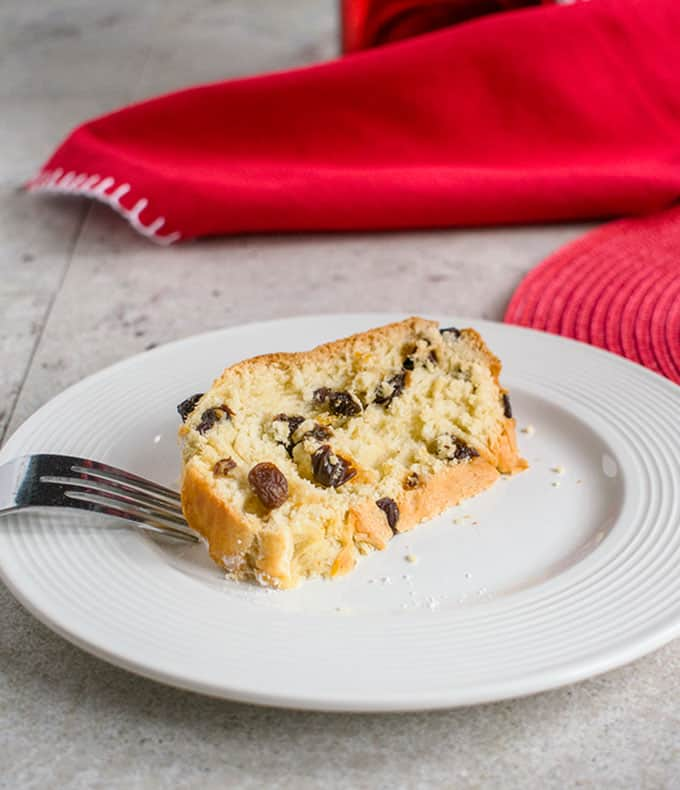 Panettone Recipe - You'll love this Italian Christmas Bread made with rum-soaked raisins, vanilla sugar and citrus! #panettone #christmas #sweetbread