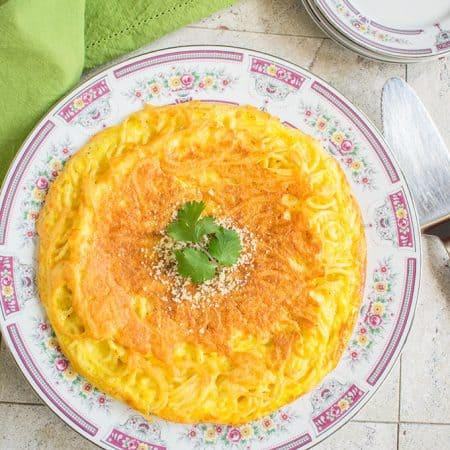 Leftover Spaghetti Frittata - A delicious spaghetti pie made with eggs, Pecorino Romano and Parmesan! #frittata #spaghettifrittata #spaghettipie #pastafrittata #picnics #lunch #brunch